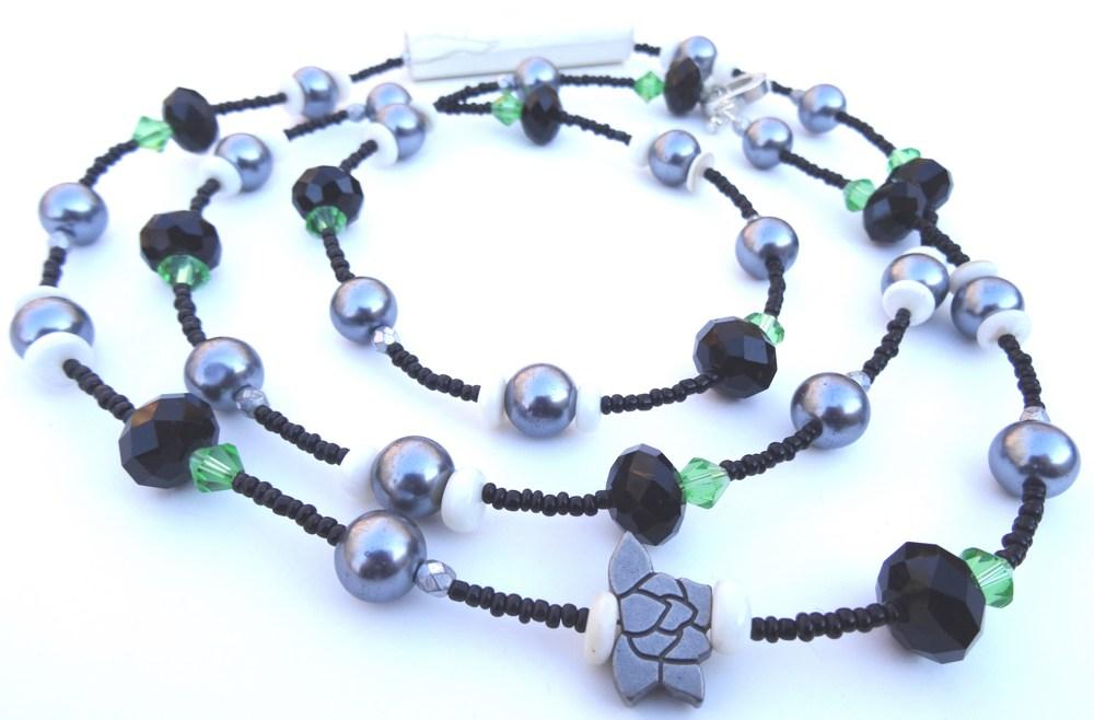 necklace__black_grey_green_white_beads_vochn3bla__686ae163